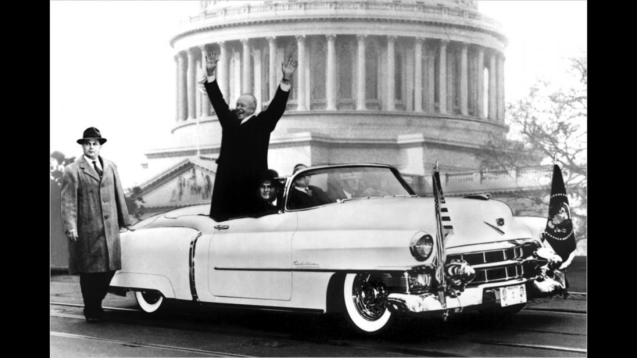 Dwight D. Eisenhower war von 1953 bis 1961 US-Präsident. Im Jahr der Amtsübernahme entstand auch diese Aufnahme in einem weißen Cadillac-Cabrio.