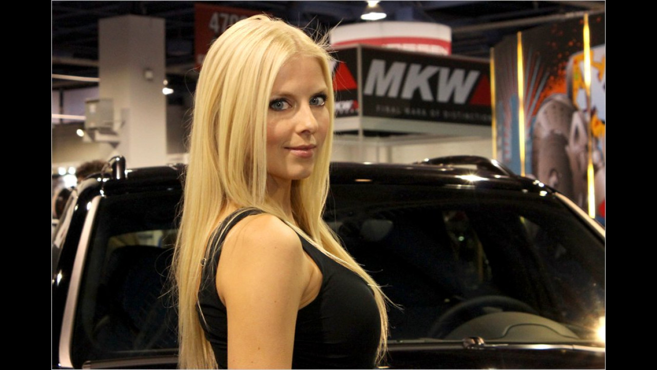 Diese Blondine will uns wohl mit ihrem Blick verführen ... geschafft. Das war aber auch einfach