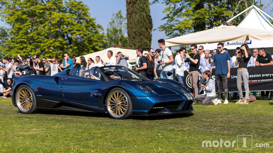 PHOTOS - La Pagani Huayra Roadster pose pour nous !