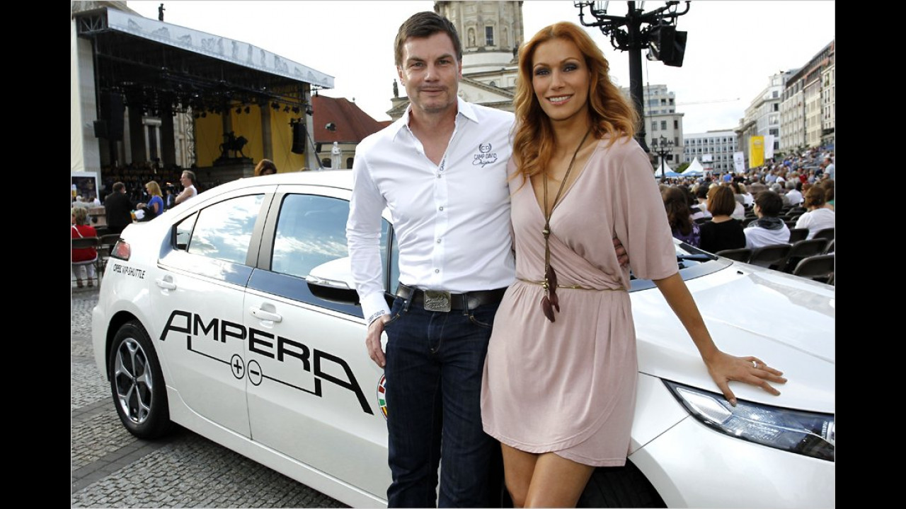 Thomas Helmer und Yasmina Filali: Opel Ampera