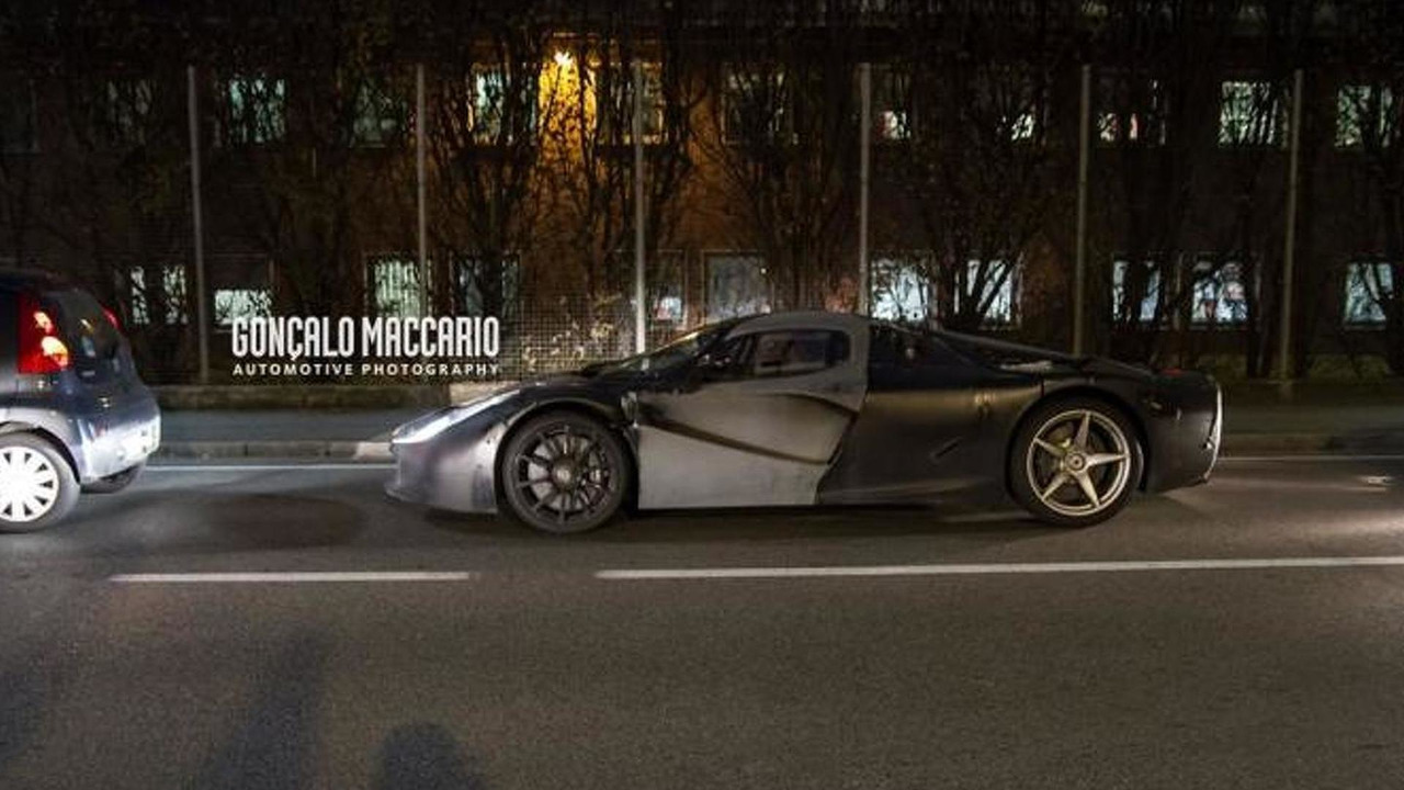 Ferrari LaFerrari test mule spy photo / Concalo Maccario