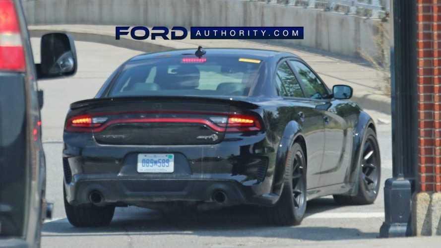 Ford Diduga Benchmarking Dodge Charger SRT Hellcat