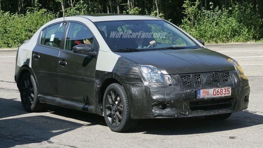 SPY PHOTOS: Nissan Sentra SE-R