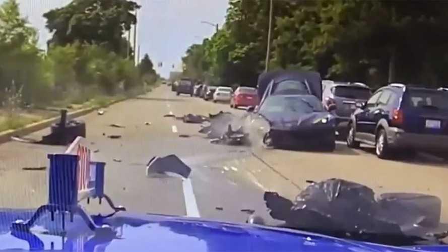 Ripityára tört egy gyönyörű, lopott C8-as Corvette, miután a tolvajok a rendőrök elől akartak meglógni