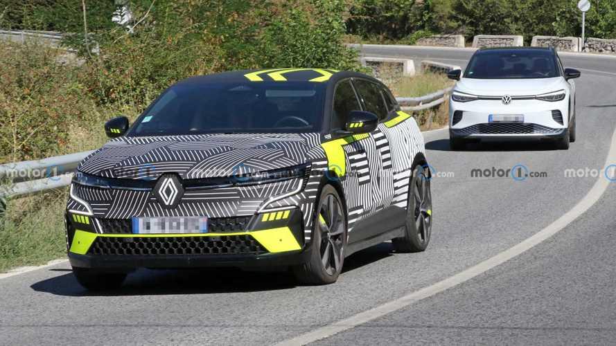Renault MeganE Electric Crossover Terlihat Bersama VW ID.4
