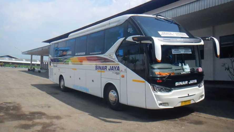 Hino Uji Daya Tahan Mesin Bus RN 285 di Tol Trans Jawa