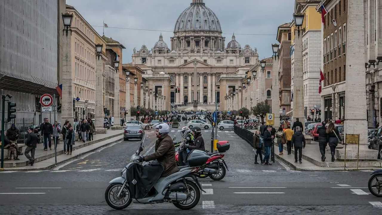 Copertina Traffico in città, Roma peggiora. Seconda solo a Bogotà