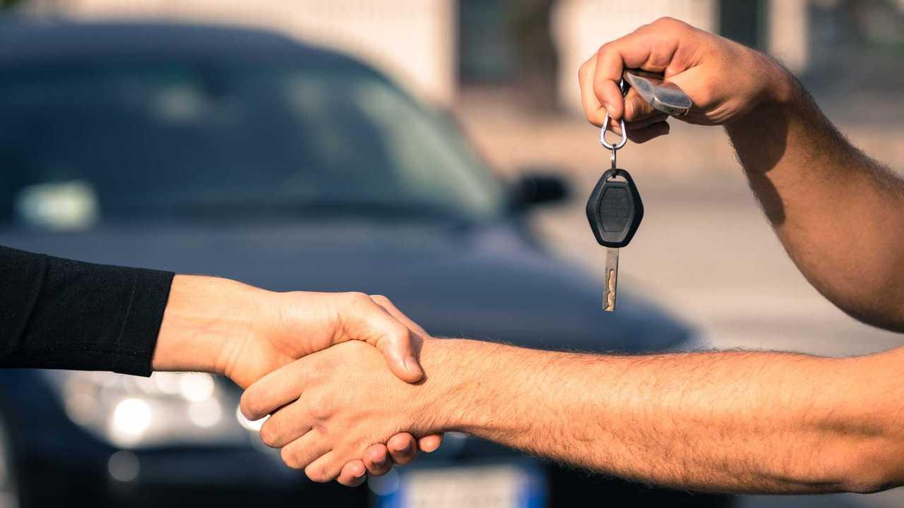 Used car sale keys handed over