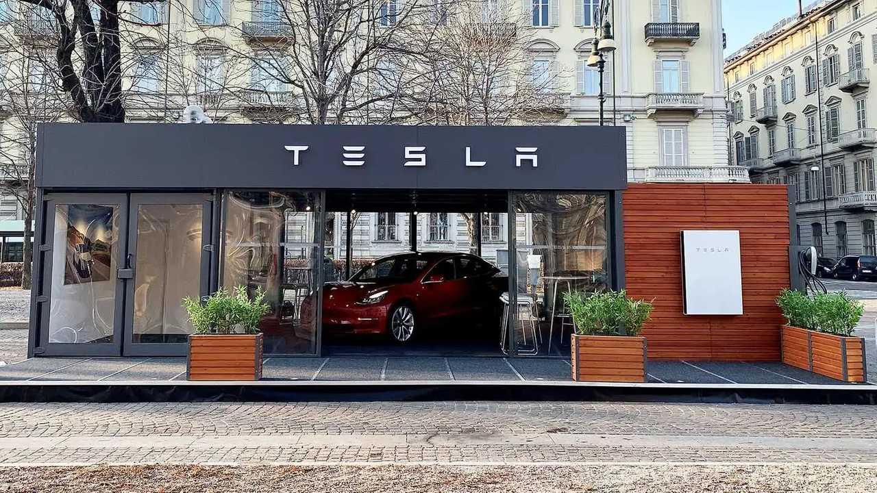 Tesla Model 3 a Torino