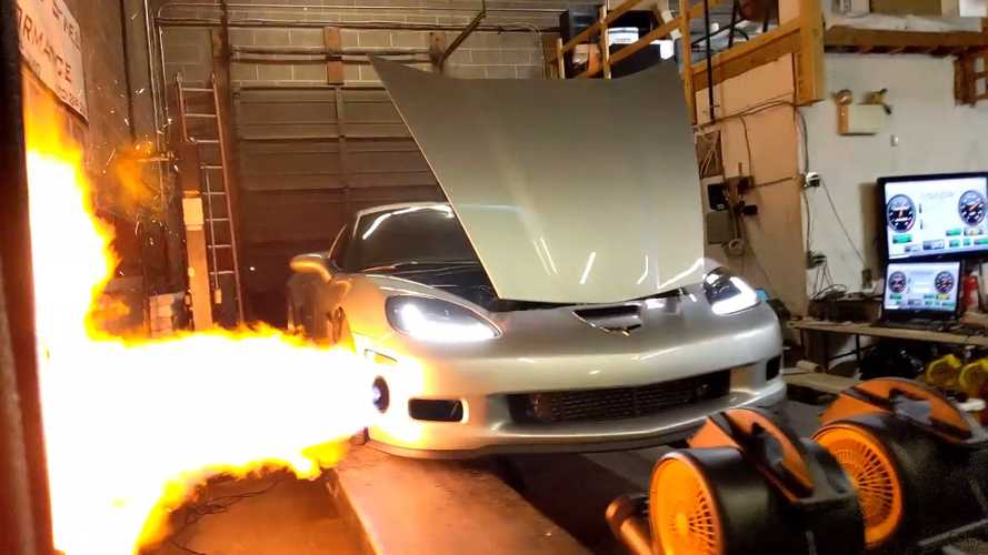 VIDEO - Une Chevrolet Corvette crache du feu en banc d'essai