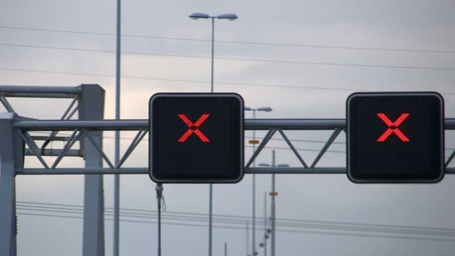 One in five drivers has ignored red 'X' signs on motorways