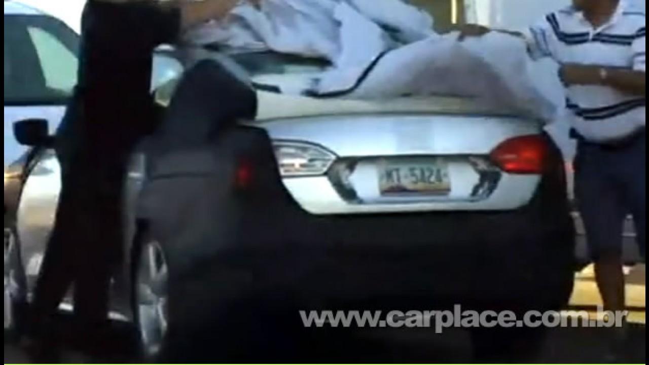 VÍDEO: Novo VW Jetta é flagrado nos EUA - Traseira e lateral lembram o Audi A4