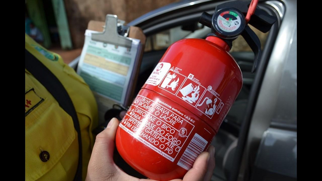 Novela: extintor pode voltar em ser obrigatório em carros de passeio