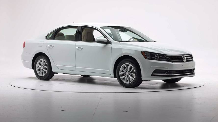 IIHS Crash Test Volkswagen Passat