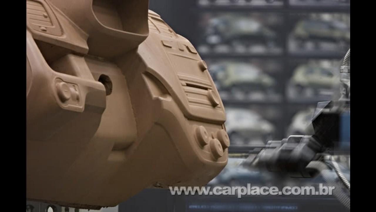 Segredo! GM divulga novo interior e novo carro em fotos de evento - Será o Crossover Agile?