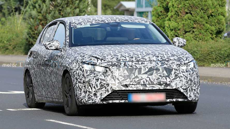 New Peugeot 308 first spy photos