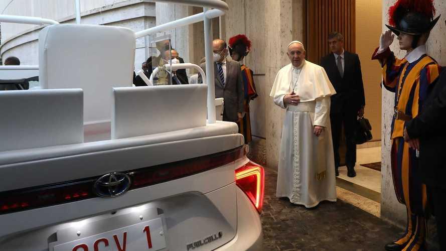 'Papa verde': Toyota Mirai a hidrogênio é o novo papamóvel com emissão zero