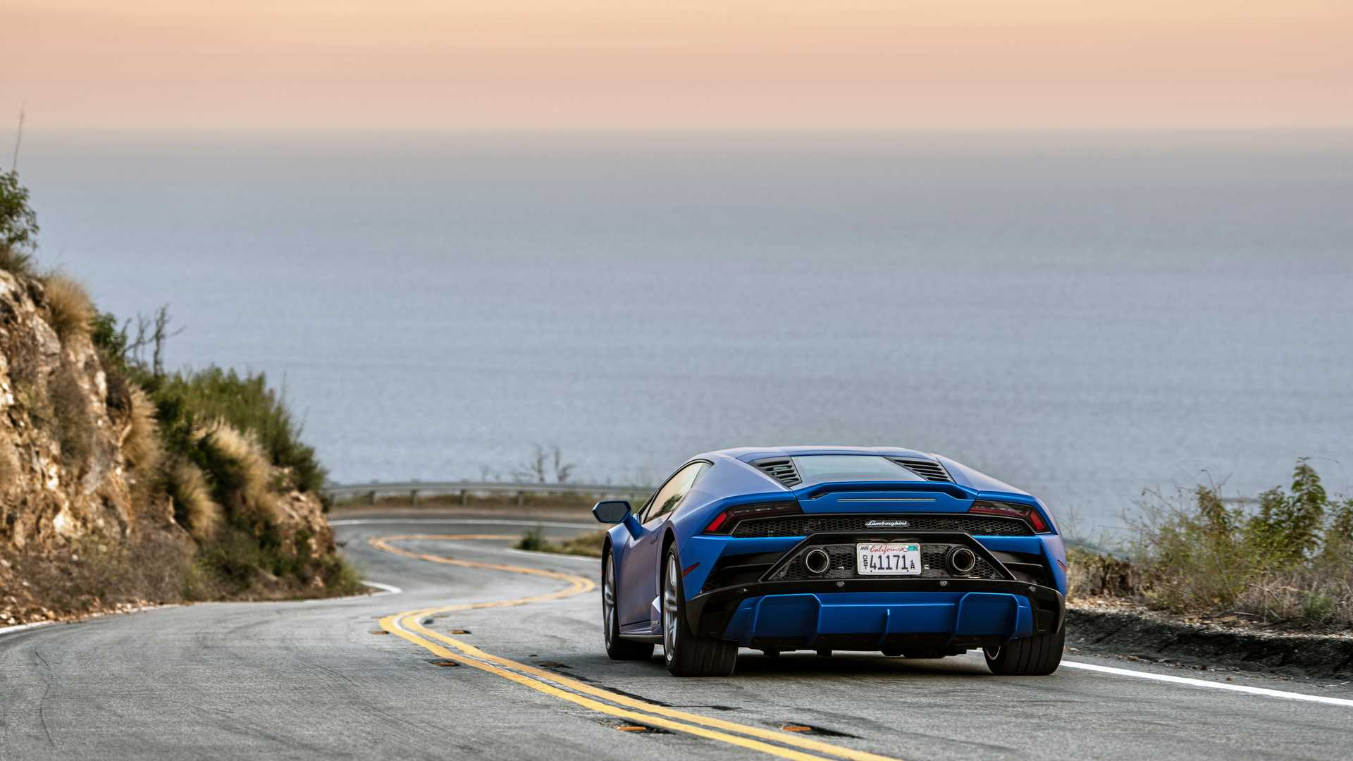 2020 Lamborghini Huracan Evo RWD rear action