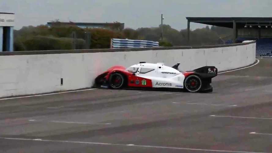Gondolkodás nélkül a falnak hajtott az önvezető autók bajnokságának egy résztvevője