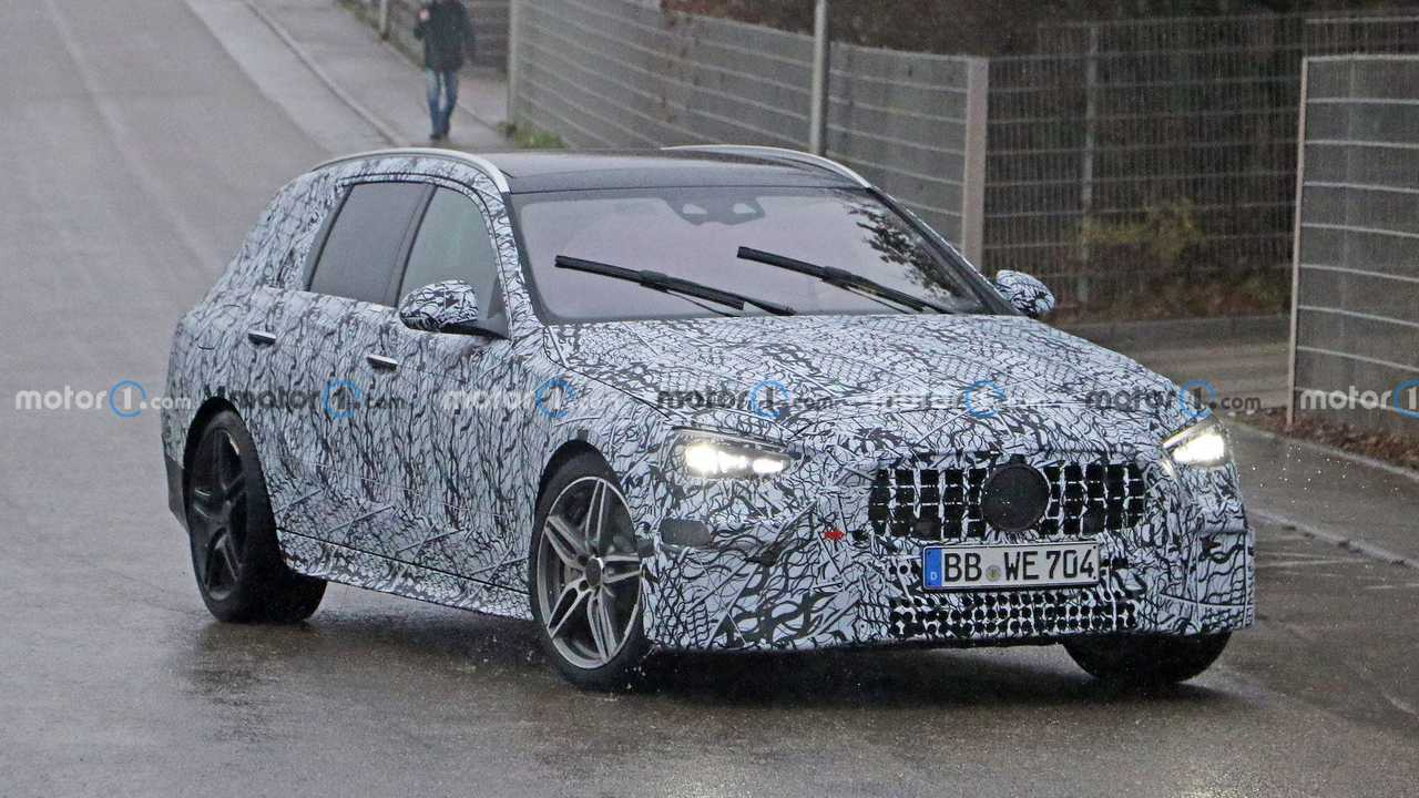 New Mercedes-AMG C43/C53 Wagon Spied - front quarter turning