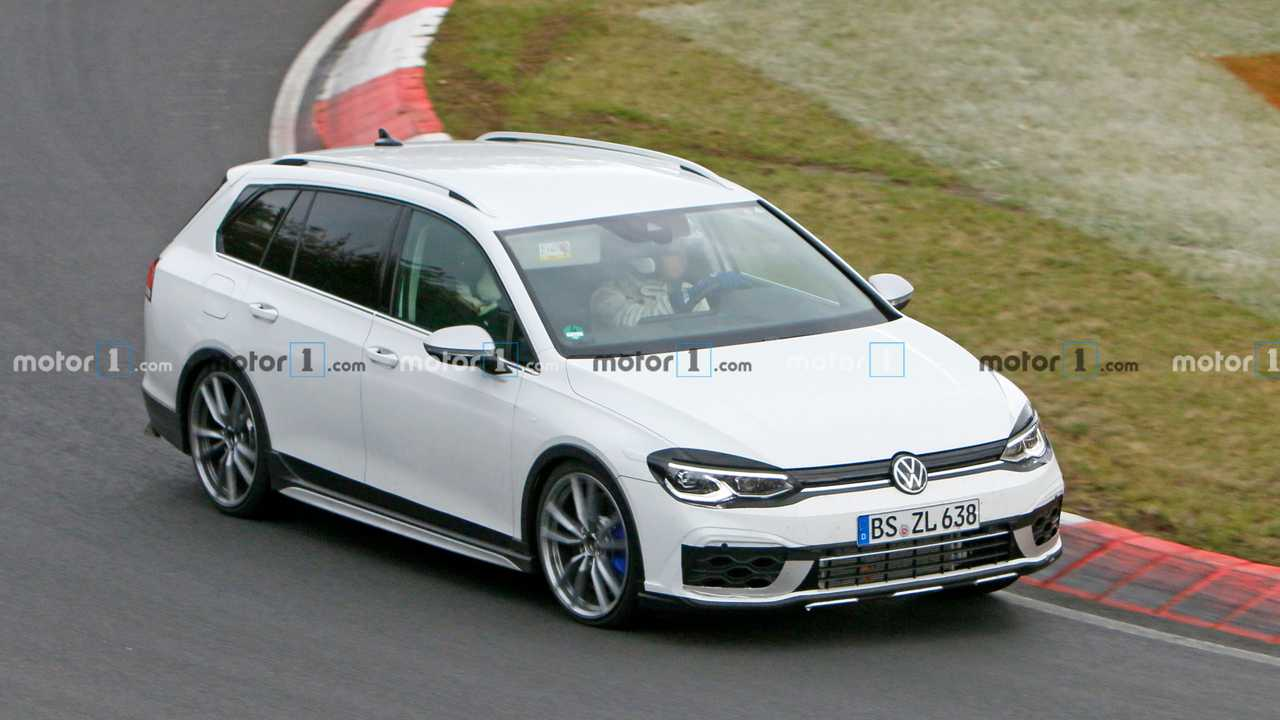 2021 VW Golf R Variant spy photo