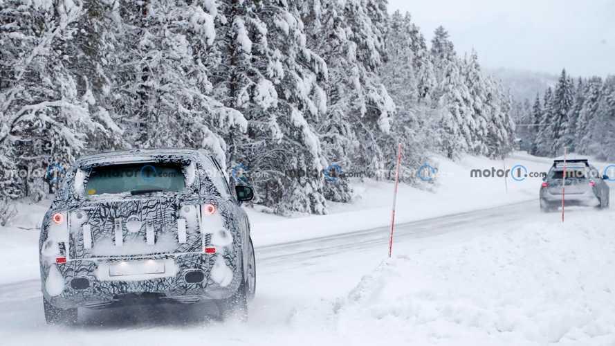 Mercedes EQS SUV, le foto spia