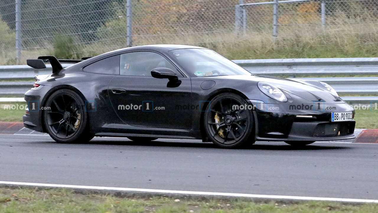 Porsche 911 GT3 Spied Up Front Lato Binario
