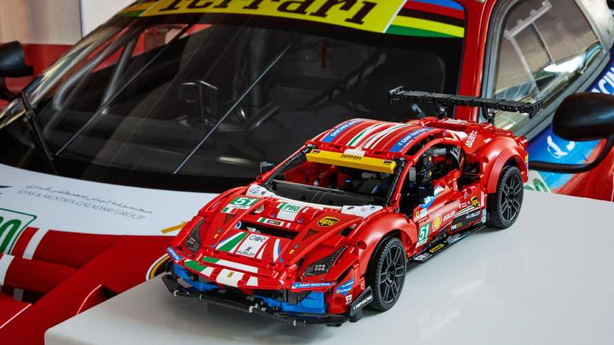 Bu Lego Technic seti ile Ferrari 488 GTE'yi evinize taşıyabilirsiniz