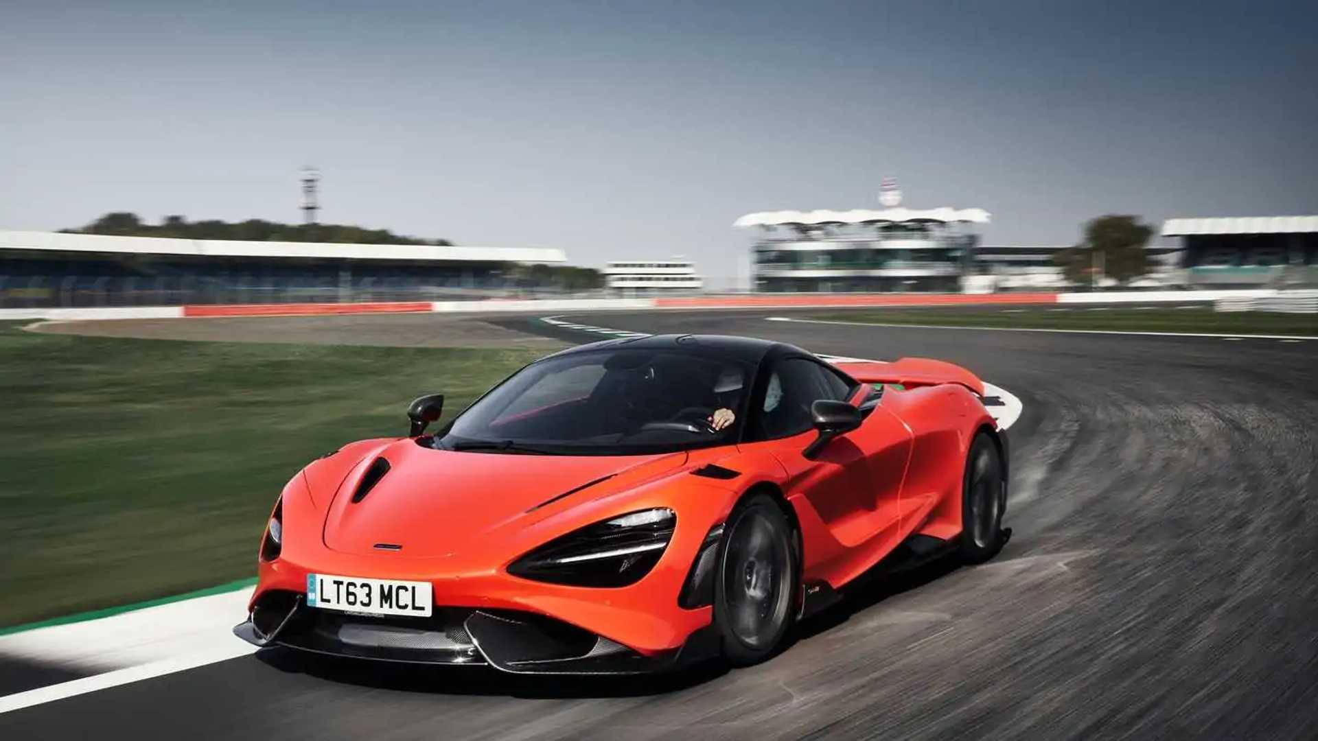 2021 McLaren 765LT front turn