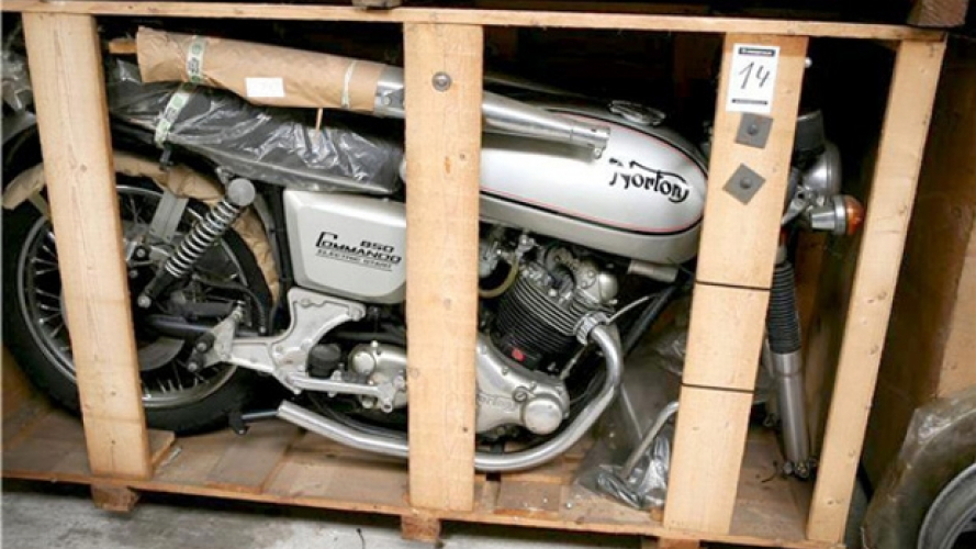 Belgio: 11 Norton Commando Interstate ancora imballate