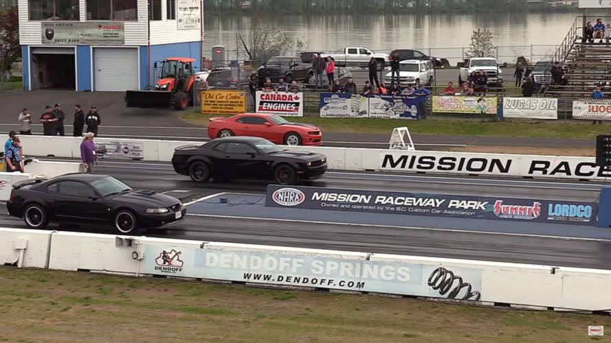Hellcat Widebody Fights Mustang Mach 1, 300 SRT8 At Drag Strip