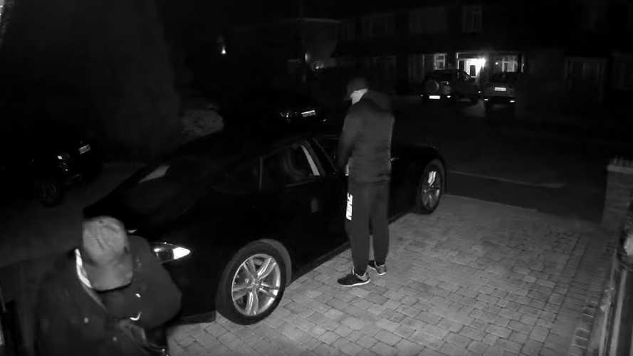 Bu hırsızlar, bir Tesla Model S'i hack yöntemiyle çalıyor