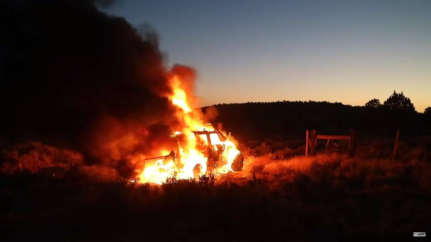 Jeep Owner Keeps Cool While Wrangler Burns To Ground In Desert