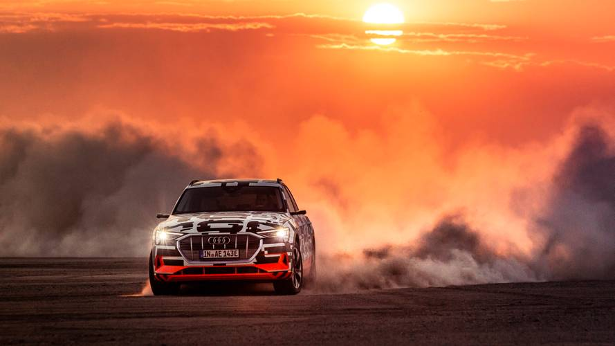 Audi e-tron quattro, i test nel deserto