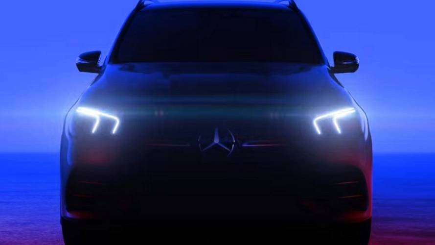 2019 Mercedes GLE flashes its headlights in new teaser
