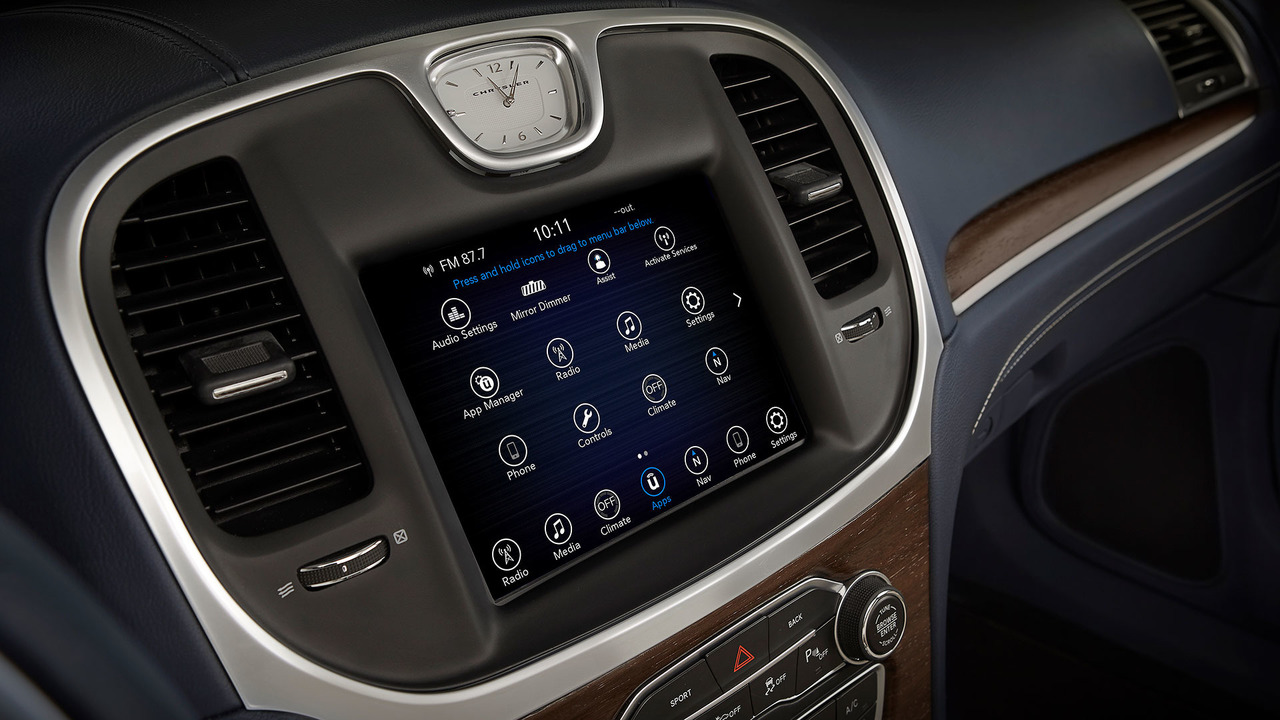 2017 Chrysler 300 infotainment system