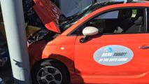 Fiat 500e L.A. Otomobil Fuarı kazası
