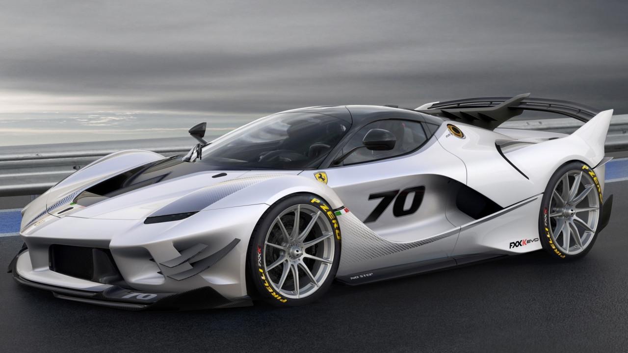 [Copertina] - Alle Finali Ferrari 2017 debutta la FXX-K Evo