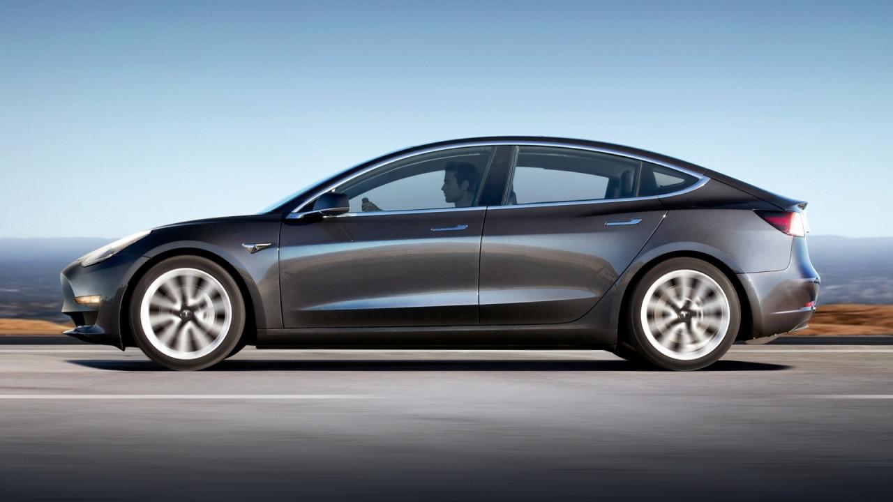 [Copertina] - Tesla Model 3, cancellati 63 mila ordini