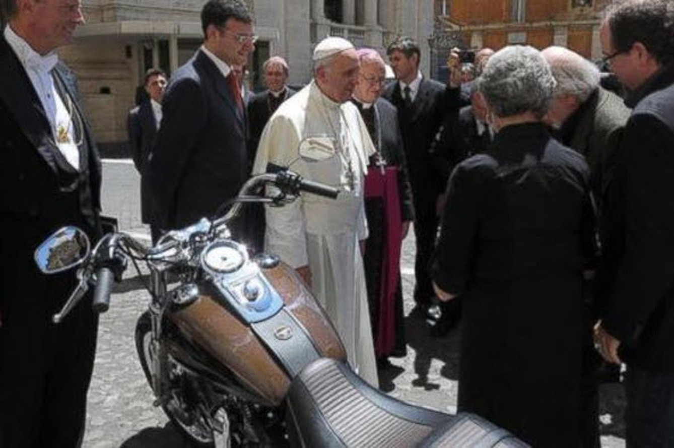 Pope's Harley-Davidson Sells for $327,000 at Paris Auction