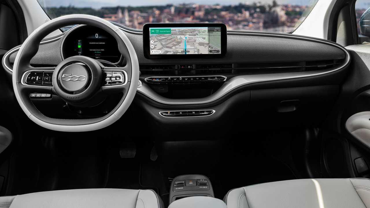 """Fiat 500 elettrica: """"la Prima"""" adesso è anche berlina a 34.900 euro"""