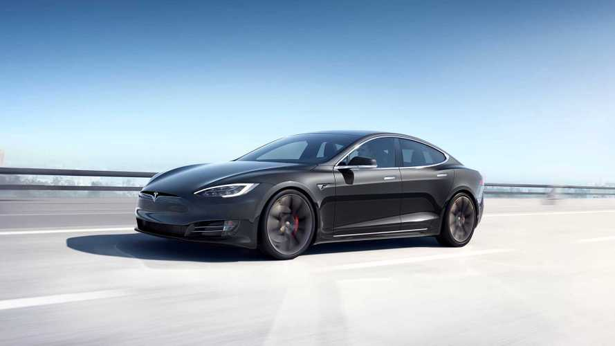 Érzi a veszélyt, csökkentette a Model S árát a Tesla