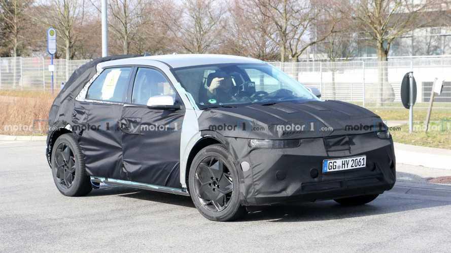 Primeras fotos espía del crossover eléctrico Hyundai 45 2020