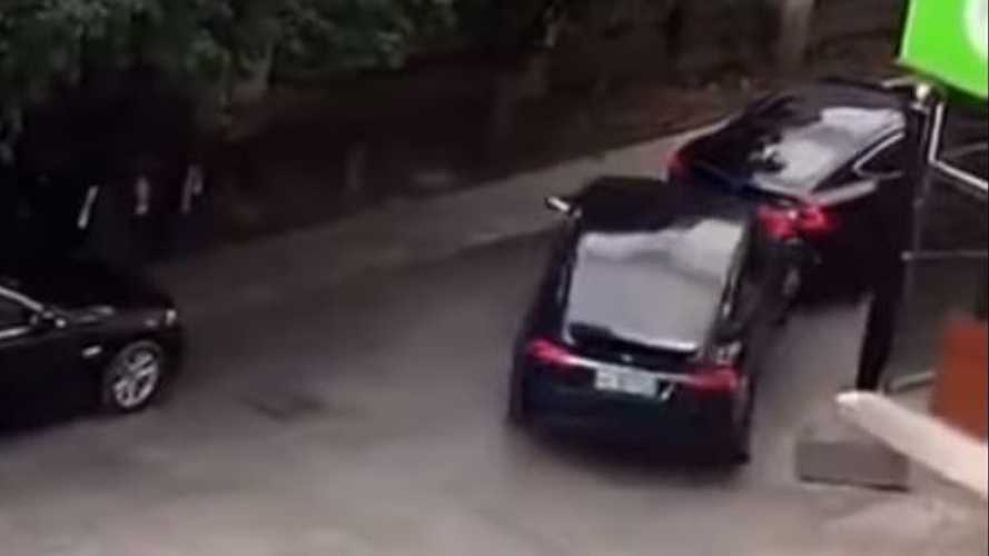 Watch Two Teslas Engage In Road Rage In China: Model X Rams Stopped Model S