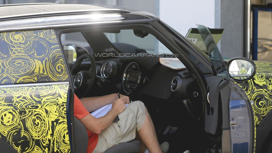 2014 MINI Cooper interior partially revealed in latest spy shots
