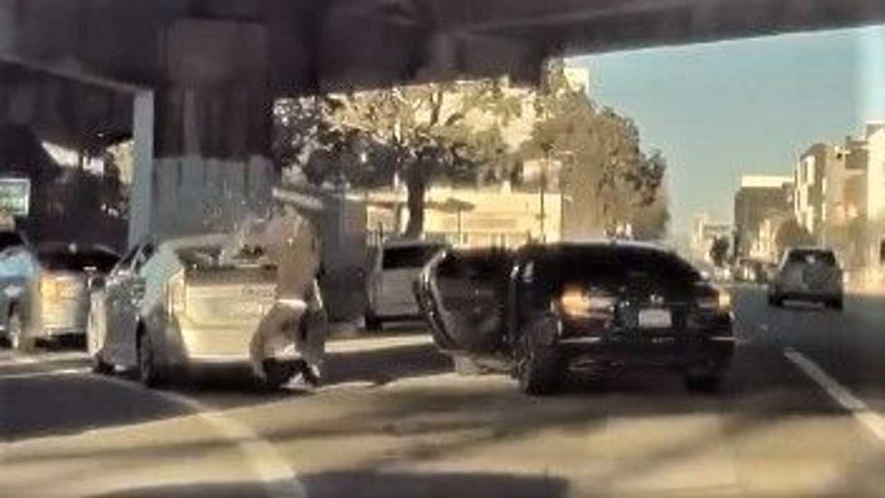 Teslacam records brazen robbery