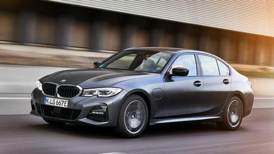 BMW Série 3 e Série 5 ganham novas versões híbridas plug-in de entrada
