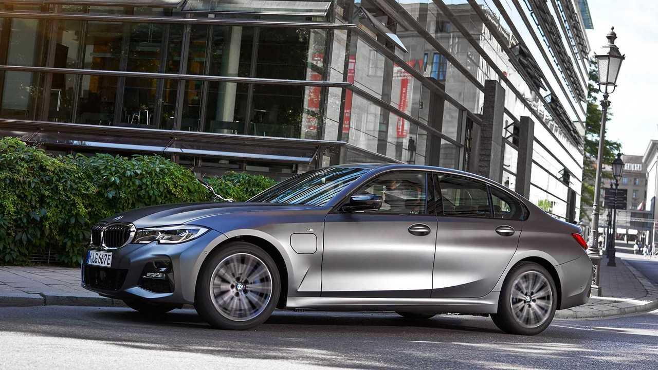 Neue Einstiegsmodelle mit Plug-in-Hybrid-Antrieb für die BMW 3er und BMW 5er Reihe