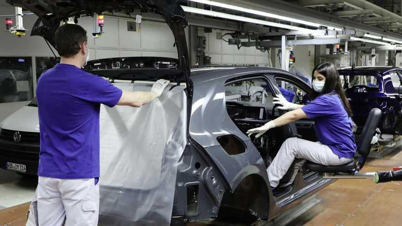 La carenza di chip rallenta la produzione auto 2