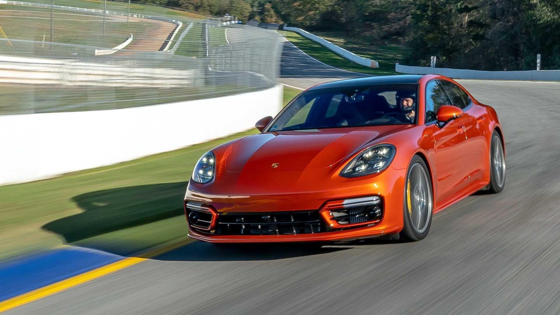 La rivincita del benzina sull'auto elettrica: Porsche Panamera batte Taycan